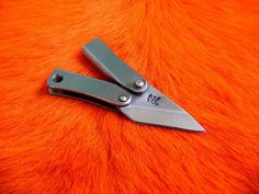 Pretty Knives, Cool Knives, Knives And Tools, Knives And Swords, Diy Knife, Butterfly Knife, Neck Knife, Handmade Knives, Survival Tools