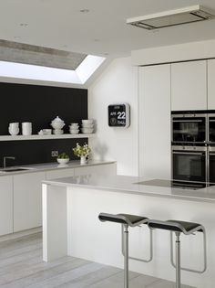 White matt lacquer Urbo bespoke kitchen from Roundhouse