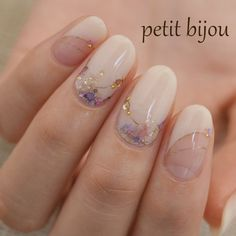 Opting for bright colours or intricate nail art isn't a must anymore. This year, nude nail designs are becoming a trend. Here are some nude nail designs. Japanese Nail Design, Japanese Nail Art, Wow Nails, Nude Nails, Pastel Nails, Simple Nail Designs, Nail Art Designs, Gel Nail Art, Acrylic Nails