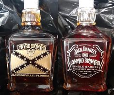 Jack Daniel's - Lynyrd Skynyrd custom made whiskey bottle. Bourbon Whiskey Brands, Scotch Whiskey, Whisky, Bourbon Drinks, Irish Whiskey, Bartender Mix, Crown Royal Drinks, Jack Daniels Bottle, Whiskey Girl