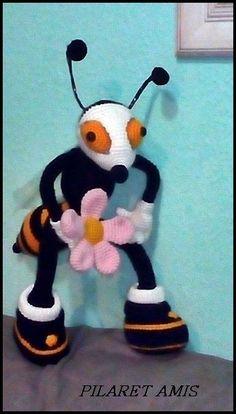 Os gusta?, me encargaron una abeja que habían visto en la red y no pude conseguir el patrón. Esta es la imagen que me mandaron.     Me...