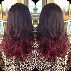 Ma quale Broux o Bronde! La tendenza capelli del 2016 (pensata per un particolare tipo di donna) si chiama Cherry Bombre. E ti convertirai all'istante!