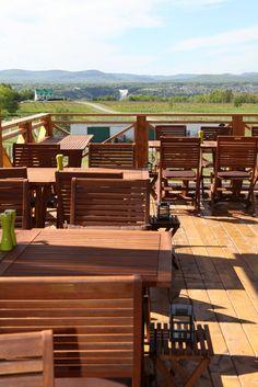 Perfect view ! / Vue parfaite #quebec #food Quebec Montreal, Quebec City, Wine Craft, Outdoor Furniture Sets, Outdoor Decor, Fine Dining, Vineyard, Deck, Restaurant