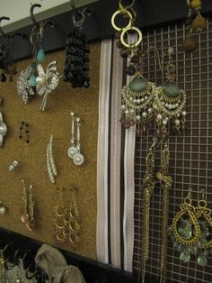 The Sloup Family: DIY: Jewelry Organizer