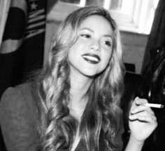 Shakira with cigarette