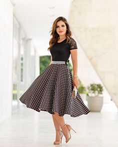 Heelza — I ❤️ her beautiful legs in high heels. Lovely Dresses, Modest Dresses, Modest Outfits, Skirt Outfits, Vintage Dresses, Dress Skirt, Girls Dresses, Cute Fashion, Modest Fashion