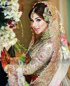 Beautiful women in India Pakistani Bridal Makeup, Indian Bridal Fashion, Pakistani Wedding Dresses, Wedding Wear, Wedding Bride, Pakistan Bride, Bridal Makeover, Asian Bride, Bride Look