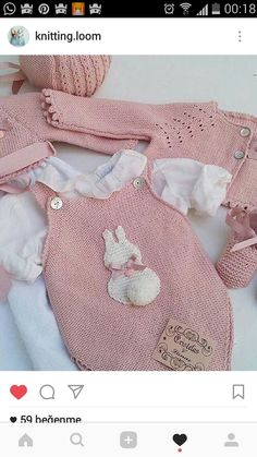 This Pin was discovered by Ümi Knitting For Kids, Baby Knitting Patterns, Baby Patterns, Crochet Patterns, Baby Girl Romper, Baby Dress, Baby Onesie, Tricot Baby, Crochet Baby Jacket