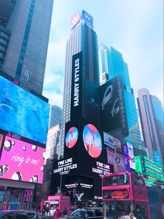 New York Life, Nyc Life, City Aesthetic, Travel Aesthetic, Aesthetic Girl, Times Square, Harry Styles Mode, City Vibe, Empire State Of Mind