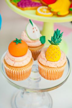 A Colorful, Cutie & Tutti Frutti Birthday Party with fruit cookies, pineapple cake pops, bubblegum macarons, summer punch & more playful ideas! Fruit Cupcakes, Cupcakes Frutas, Themed Cupcakes, Tutti Frutti, Fruit Birthday, 2nd Birthday Parties, Birthday Ideas, Cupcake Party, Cupcake Cakes