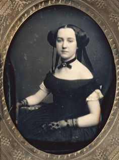 Daguerreotype, young lady in evening dress lace gloves. It's black so I wonder of she is in mourning. Victorian Photos, Victorian Women, Victorian Fashion, Vintage Fashion, Victorian Era, Victorian Portraits, Antique Photos, Victorian Bride, Portraits Victoriens