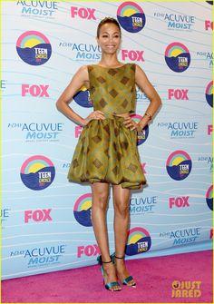 Zoe Saldana in Jonathan Saunders at the Teen Choice Awards 2012