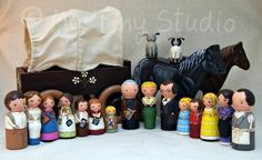 My tiny studio: 17 characters from Little House On The Prairie tv show. Art by Rafael HR Wood Peg Dolls, Clothespin Dolls, Wood Toys, Movie Decor, Tiny Studio, Doll Painting, Wooden Pegs, Doll Crafts, Little People