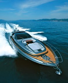 Riva Domino 86' Motor Yacht cruising at 34 knots.