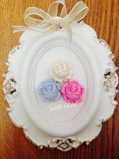 Çerçeve Fall Crafts, Diy And Crafts, Cold Porcelain Flowers, Plaster Of Paris, Photo Corners, Heart Art, Box Frames, Picture Frames, Decoupage