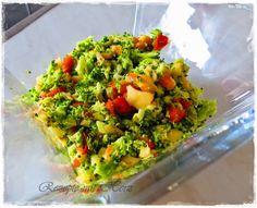 250 g Brokkoli, in Röschen geteilt 1 rote Paprika 1 Apfel, geviertelt 30 g Öl 1 EL Zitronensaft 1 EL Honig 1 TL Salz 1/2 TL Pfeffer 2 EL Pinienkerne     Alle Zutaten zusamme…