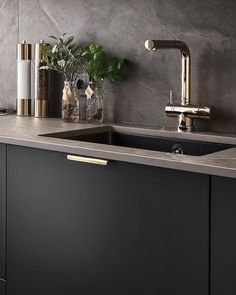 How to design your kitchen design in a thematic area – lamp ideas Kitchen Room Design, Home Room Design, Modern Kitchen Design, Interior Design Kitchen, Kitchen Decor, House Design, Black Kitchens, Home Kitchens, Concrete Kitchen