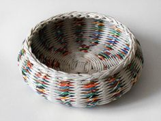 Recycled paper basket / bowl hand weaved from di BLURECO su Etsy Homemade Anniversary Gifts, Anniversary Gifts For Husband, 1st Anniversary, Newspaper Basket, Newspaper Crafts, Magazine Crafts, Paper Weaving, Gifts For Your Boyfriend, How To Make Paper