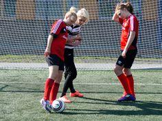 Individuell träning 27/4, Alexandra och Amanda Nyreröd, Enskede IP. Tema skott med Goeras Football Education