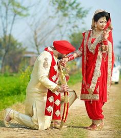 Weddings On A Budget, How To Plan And Manage With A Small Amount Of Money. Punjabi Couple, Punjabi Wedding Couple, Indian Wedding Couple Photography, Indian Wedding Bride, Indian Wedding Photographer, Wedding Photography Poses, Wedding Poses, Wedding Couples, Wedding Ideas