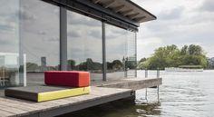 Moderne woonboot in Berlijn