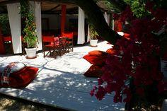 Su Gologone ©oovatu Cagliari, Welcome On Board, Alcoholic Drinks, Wine, Glass, Granite Counters, Alcoholic Beverages, Drinkware, Liquor