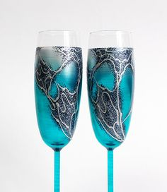 Turquoise Wedding glasses. Hand painted Champagne glasses. Set of 2 Champagne Flutes. Personalized. Turquoise wine glasses.