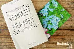 Origineel trouwbedankje: Vergeet-mij-nietjes (€ 0,95) Voor meer informatie en andere originele en leuke bedankjes ga naar www.bedankje.nl