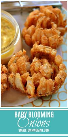 Baby Blooming Onions Blooming Onions Appetizer Football Food Fried Onions Mini Blooming Onions Party Food Sweet Onion Recipe Small Town Woman onions via bethpierc. Sweet Onion Recipe, Onion Rings Recipe Panko, Recipe With Onions, Fried Onions Recipe, Baked Onion Rings, Fried Pickles Recipe, Blooming Onion Recipes, Baked Blooming Onion, Fingerfood Party