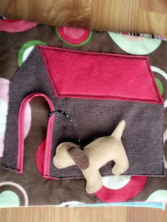 the journals of a Laura Ingalls wannabe: Fabric Busy Book