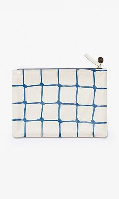 Inspired by tennis court nets, this unfussy, printed style works as a clutch or pouch for all your daily essentials.