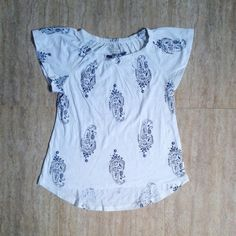 Old Navy white /black tee 8y &10/12y 55rb