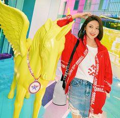 Sooyoung Snsd, Kim Hyoyeon, Taeyeon Jessica, Retro Wedding Hair, Kwon Yuri, Instyle Magazine, Cosmopolitan Magazine, Korean Actresses, Forever Young