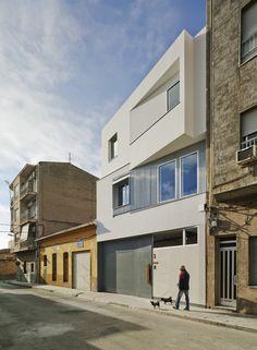 Construido en 2015 en Alicante, España. Imagenes por David Frutos . El viaje que emprendimos hace más de 2 años con Fernando y Mireia tenía visos de ser emocionante. Y lo ha sido.  Como todo buen viaje no han faltado...