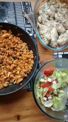 """Kanaa ja meksikolaista paistettua """"riisiä"""" (kukkakaali)"""