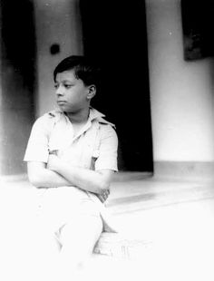 Guess who? Tell us in comment box. Rahul Dev Burman, R D Burman, Bengali News, Vintage Bollywood, Cinema, Singer, Black And White, History, Retro