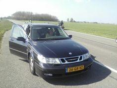 """""""@anneliezje: Als mijn zusje en ik niet de hele auto vol hadden liggen met zeilspullen dan waren we nu gaan liften #autopech"""" (05-05-2013)."""