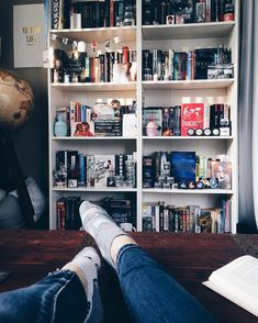 592 Likes, 9 Comments - Jess Book Aesthetic, Aesthetic Rooms, Bookshelf Inspiration, Room Inspiration, Design 3d, Dream Library, Tumblr Rooms, Shelfie, Book Nooks