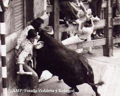 Encierro :: Running of the bulls (Zubieta y Retegui) #Sanfermines #Pamplona