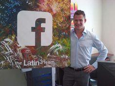 Visitamos a Rodrigo Salem en las oficinas de Facebook Latam en Miami y le llevamos otro regalo artístico del equipo.