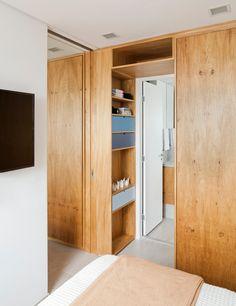 Metamoorfose Studio Clever arrangierter Platz im Sao Paulo Apartment - Besten Deko Flat Interior Design, Interior Design Inspiration, Bathroom Inspiration, Built In Storage, Tall Cabinet Storage, Box Room Bedroom Ideas, Sliding Door Room Dividers, Sliding Doors, Movable Walls