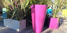 Nous vous proposons une large gamme de #pots et #bacs à fleurs en résine polyester armées de fibre de verre combinée à une poudre de carbonate aux ligne sobres,épurées et au design résolument actuel
