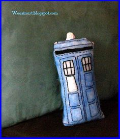 09.08.12 Stitchy Saturday: TARDIS Plushie