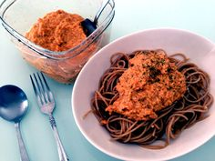 whole weat pasta with carrot paste.  全粒粉パスタに、ニンジンのソース♥