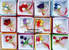 O primăvară frumoasă! #🌷🌷🌷 #lalele #martisor #mărțișor #martisor2020 #martie #1martie #brosa #primavara #madeinromania #madeinro #arta #flori  #alb #rosu #tulips #flowers #redtulips #whitetulips #crochetaccessories #crochettulip #crochetflower #crochettulipsbouquet #crocheterapia #art #handmade #handmadeflowers #brooch #handmadebrooch #тюльпаны White Tulips, Tulips Flowers, Brooches Handmade, Handmade Flowers, Crochet Accessories, Crochet Flowers, Bouquet, How To Make, Art