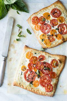 Heirloom Tomato Pizza Flatbread with Lemon Ricotta. Yum! | Superman Cooks #MeatlessMondays