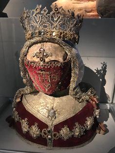 Reliquary Bust of a Female Saint : CenturyVander Kelen-Mertens Museum: Leuven, Belgium. Sculpture Head, Sculptures, Religion, Danse Macabre, Vanitas, Skull And Bones, Memento Mori, Body Painting, Archaeology