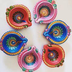 Items similar to Handmade Kundan Rangoli on Etsy Diwali Craft, Diwali Gifts, Diwali Diya, Hobbies And Crafts, Diy Crafts To Sell, Arts And Crafts, Acrylic Rangoli, Diwali Decorations At Home, Mug Art