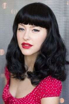 Black wig, curled with short fringe: Bettie