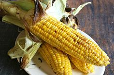 Few things taste better than fresh sweet corn on the cob. Except maybe sweet corn on the cob fresh off the grill. Here's how to make it happen. Grilled Corn On Cob, Grilled Fruit, Grilled Vegetables, Fresh Corn On The Cob Recipe, Bacon Wrapped Corn, Bbq Corn, How To Make Corn, Grilled Roast, Perfect Grill